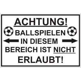 """Verbotsschild """"Fussballspielen verboten"""""""